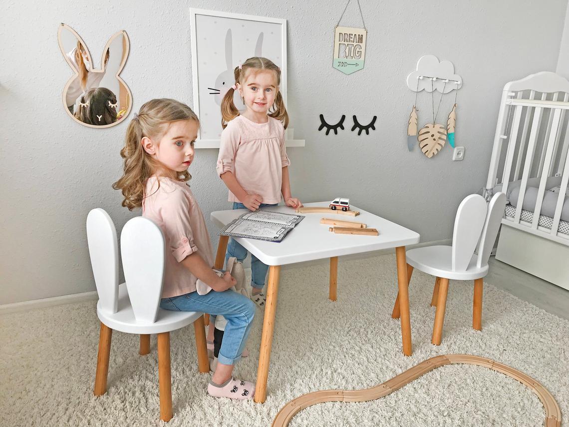 beyaz ahşap çocuk masası